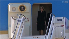 À leur descente d'avion à Rome, Melania snobe Donald Trump