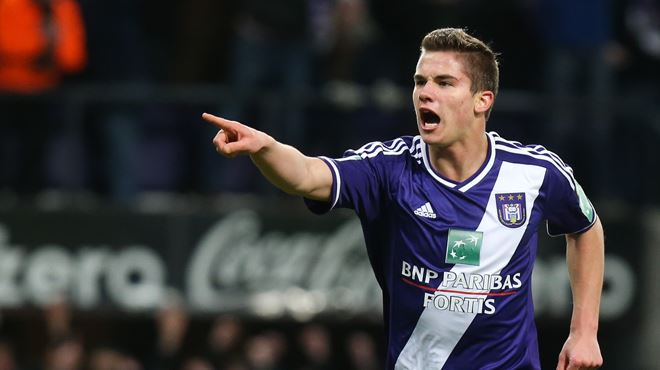 Anderlecht s'impose contre Courtrai, à 10 contre 10 1