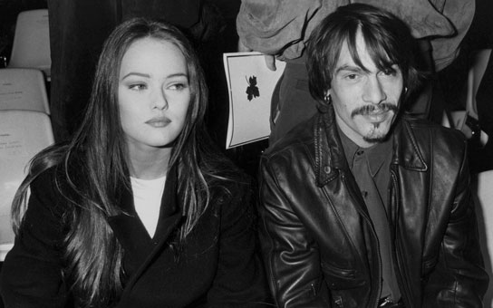 elsa rivale d 39 une vanessa paradis amoureuse de florent pagny elle tait toujours coll e ses. Black Bedroom Furniture Sets. Home Design Ideas