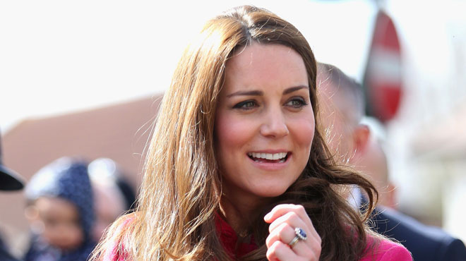 En attendant d 39 accoucher kate middleton conduit george for Accoucher dans une piscine