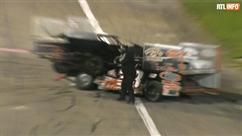 Explosion de rage sur un circuit auto: un pilote fonce sur un autre véhicule et se retrouve sur son capot