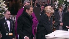Face au cercueil de Johnny, Macron saisit le goupillon et le lâche aussitôt