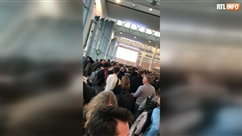 File GIGANTESQUE à l'aéroport de Bruxelles
