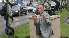 """Jean-Claude Van Damme de passage à Anderlecht: """"Il prend beaucoup de temps pour ses fans, pour un selfie, pour parler"""""""