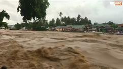Une tempête provoque d'énormes inondations et des glissements de terrain aux Philippines: au moins 26 morts