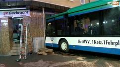 Un bus scolaire s'encastre dans une maison en Allemagne: plusieurs enfants parmi les blessés