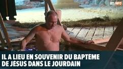 Poutine plonge torse nu dans l'eau glacée: que signifie ce rite orthodoxe?