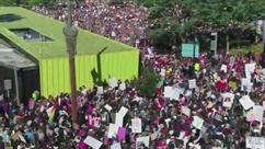 """USA: Manifestations géantes pour la 2e """"Marche des femmes"""" anti-Trump"""