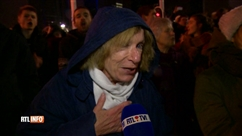 Des centaines de personnes forment une chaîne humaine en soutien aux migrants dimanche soir à Bruxelles