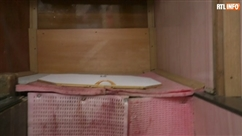 Ignorant qu'elle est enceinte, elle accocuhe sur les toilettes extérieures de sa maison