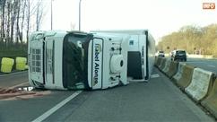Accident au Carrefour Léonard: un camion sur le flanc, deux blessés