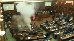 Scène incroyable au Kosovo: des députés lance des gaz lacrymogènes au Parlement pour empêcher un vote