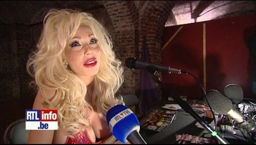 Cindy bastien de dilemme au salon de l 39 rotisme for Salon erotisme belgique