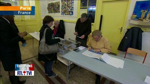 Elections en france: ambiance dans un bureau de vote à paris