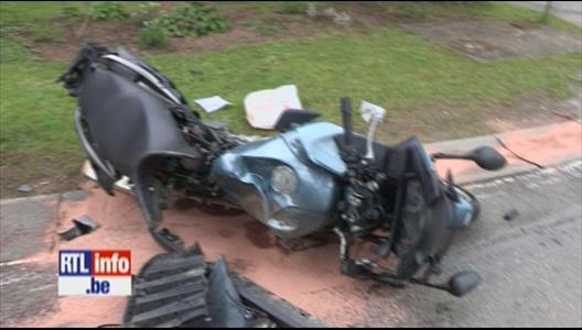 accident mortel un motard percute une voiture. Black Bedroom Furniture Sets. Home Design Ideas