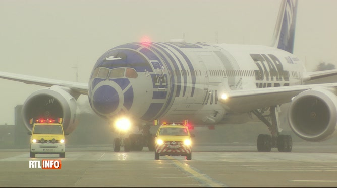 Première halte européenne pour le Boeing Dreamliner japonais aux couleurs de Star Wars