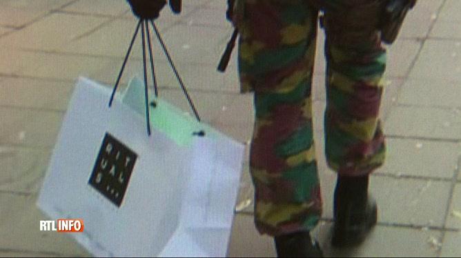 Vaste soutien, sur le Web, au militaire filmé avec ses cadeaux de Noël
