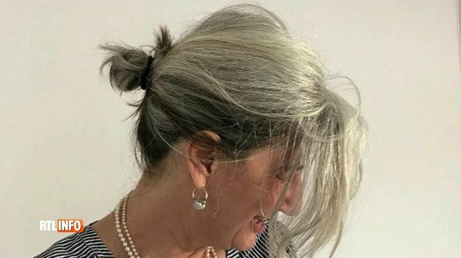 Elle A Arrete Les Teintures Pour Laisser Pousser Ses Cheveux Blancs