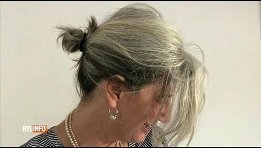 elle a arr t les teintures pour laisser pousser ses cheveux blancs. Black Bedroom Furniture Sets. Home Design Ideas