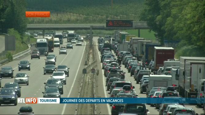 Départs en vacances: les autoroutes de France très chargées ce samedi