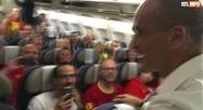 Roberto Martinez remercie les familles des Diables Rouges dans l'avion du retour
