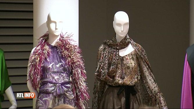 754e027f730 Catherine Deneuve a vendu toutes ses robes signées Yves Saint-Laurent. «