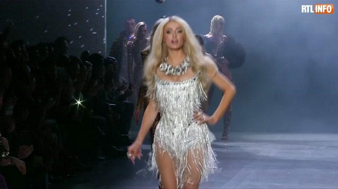Paris Hilton et Lil' Kim ENFLAMMENT un podium à la Fashion Week: les deux stars n'ont pas dit leur dernier mot