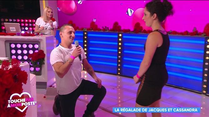 Émotion sur le plateau de TPMP: Jacques demande Cassandra en mariage