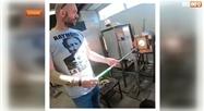 Seraing: découvrez le travail de Christophe, un souffleur de verre captivant