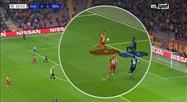Notre consultant Philippe Vande Walle a décrypté le but du Galatasaray: à qui la faute du côté du Club Bruges?