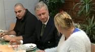 Le Roi et la Reine ont partagé un repas avec des personnes précarisées