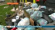 Une montagne de sacs poublles dans la Cité Parc à Marcinelle