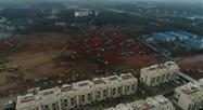 45 engins de chantier chinois s'activent pour construire un höpital en 10 jours