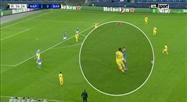Ligue des champions: duel musclé entre Dries Mertens et Lionel Messi