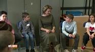 La reine Mathilde visite une école à discrimination positive à Cuesmes