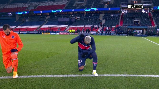 PSG - Basaksehir: les joueurs posent un genou à terre contre le racisme
