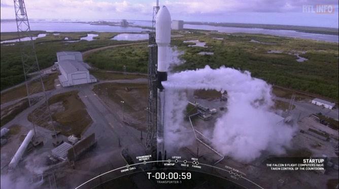 SpaceX: une fusée s'élance avec plus grand nombre de satellites jamais déployés en une seule mission