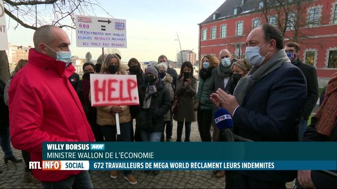 Manifestation du personnel de Mega World devant le Parlement wallon