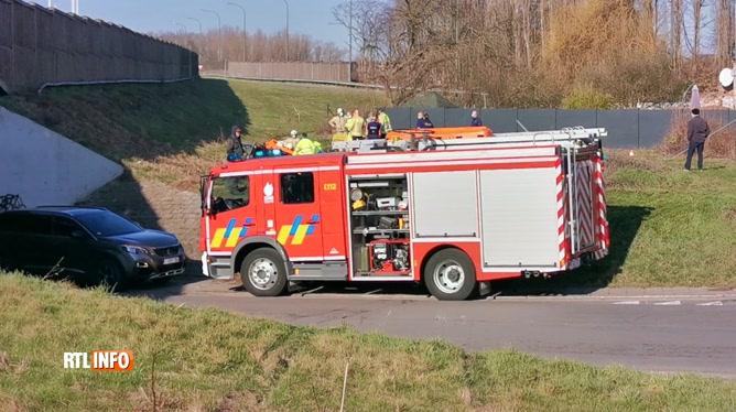 Après un tonneau, un automobiliste finit dans un ravin sur le grand Ring de Charleroi