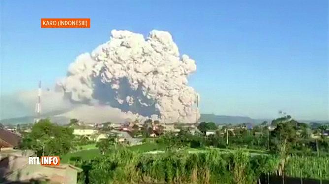 Deux volcans sont en éruption en Indonésie