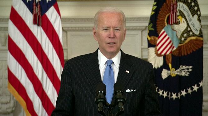 Biden promet des vaccins pour tous les Américains d'ici fin mai