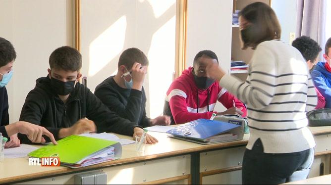 Coronavirus: un retour à 100% à l'école est attendu par les profs et les jeunes