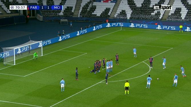 PSG - Manchester City: le joli coup franc de Riyad Mahrez