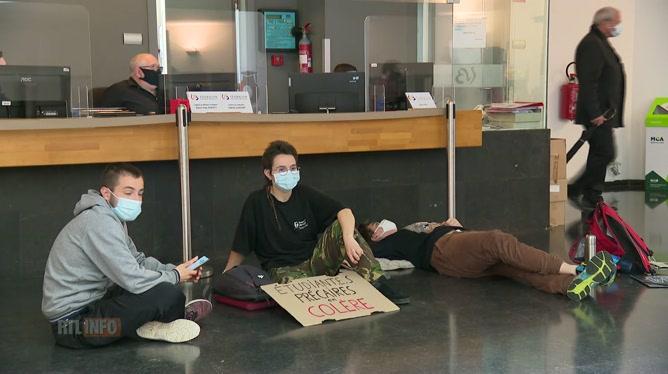 Des étudiants occupent le siège du gouvernement de la Fédération Wallonie-Bruxelles: