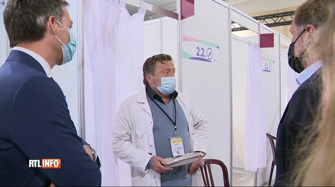 Coronavirus: Alexandre De Croo visite un centre de vaccination à Charleroi