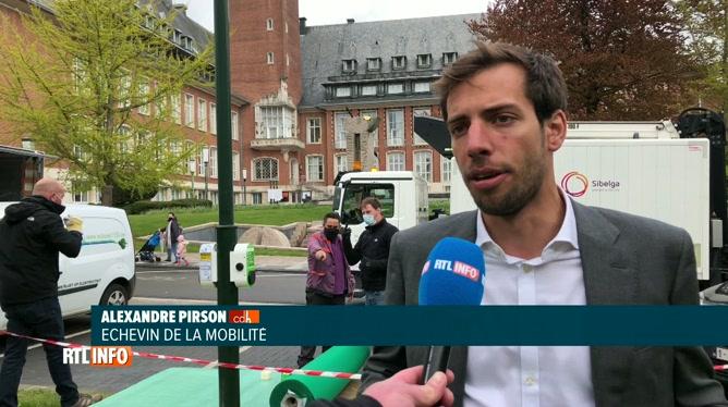 Une première en Belgique: Des lampadaires rechargent des voitures électriques à Woluwé-Saint-Pierre!
