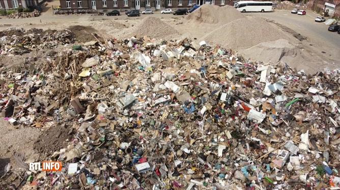 Des tonnes de déchets dus aux inondations prises par un drone à Verviers