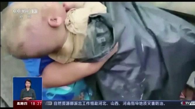 Sauvetage miraculeux d'un bébé en Chine