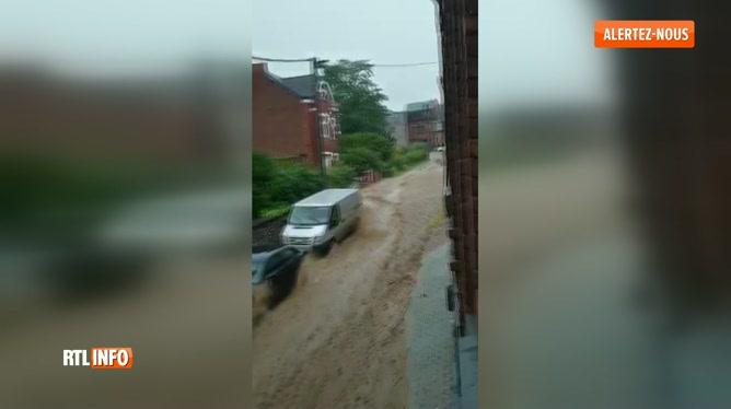 Inondations: la rue de Bomel sous eaux à Namur
