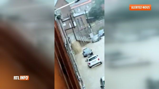 Inondations: la rue d'Arquet inondée à Namur